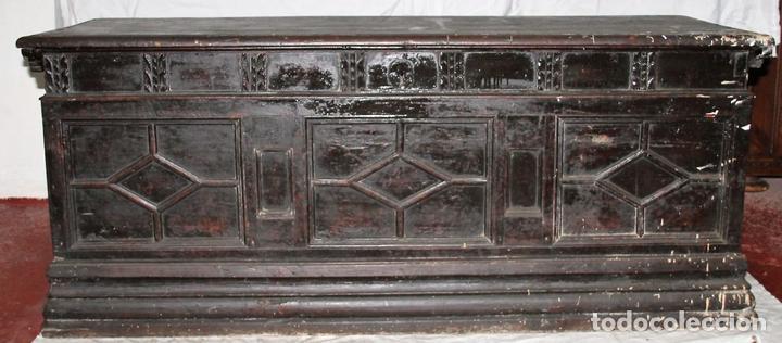 ARCÓN CATALÁN. MADERA DE NOGAL. BARROCO. ESPAÑA. SIGLO XVIII. (Antigüedades - Muebles Antiguos - Baúles Antiguos)