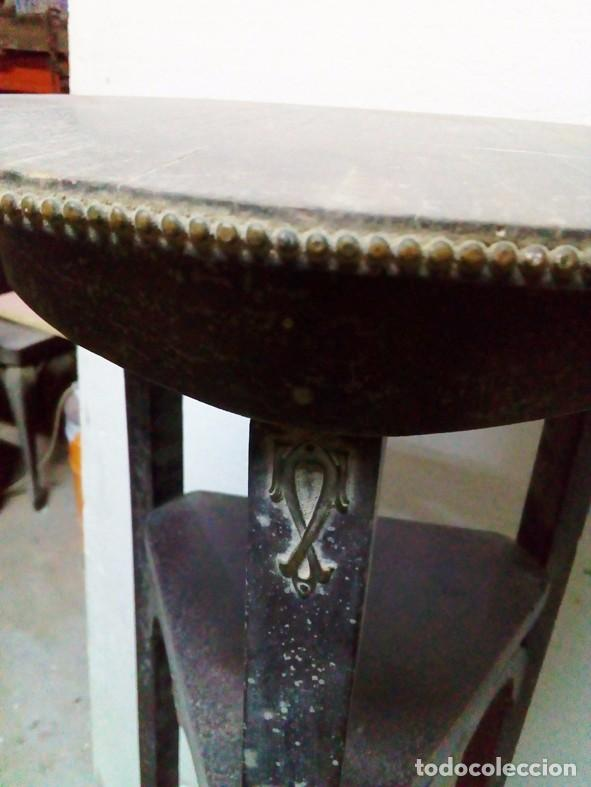 Antigüedades: ANTIGUO MACETERO DE MADERA CON DETALLES EN BRONCE - Foto 3 - 94901539