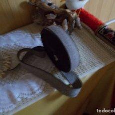 Antigüedades: PIEZA DE 12 METROS DE GOMA PARA HACER CINTURONES , ES UN RESTO DE MERCERIA ANTIGUA. Lote 94927503
