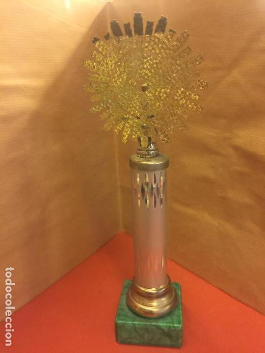 Antigüedades: VIRGEN DEL PILAR o PILARICA metalica, sobre peana tambien metalica - Foto 2 - 94955063