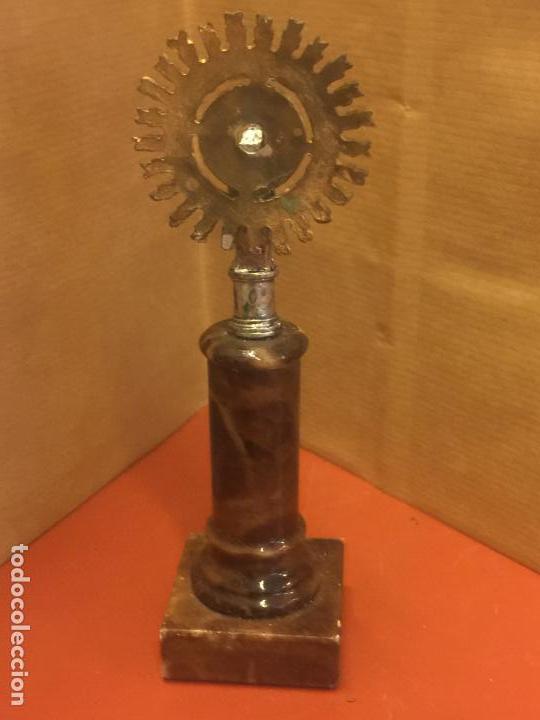 Antigüedades: VIRGEN DEL PILAR o PILARICA metalica, sobre peana de marmol - Foto 2 - 94955139