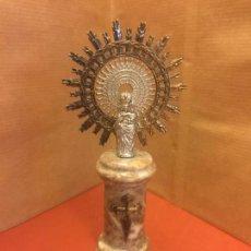 Antigüedades: VIRGEN DEL PILAR O PILARICA METALICA, SOBRE PEANA DE MARMOL. Lote 94955219
