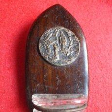 Antigüedades: BENDITERA PIQUETA MUY ANTIGUA CON MEDALLA VIRGEN DE LOURDES AGUA BENDITA. Lote 95016479