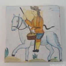 Antigüedades: AZULEJO EN CERÁMICA CON HOMBRE A CABALLO. POLICROMADO. PINTADO A MANO. ESPAÑA. SIGLO XX.. Lote 95036551