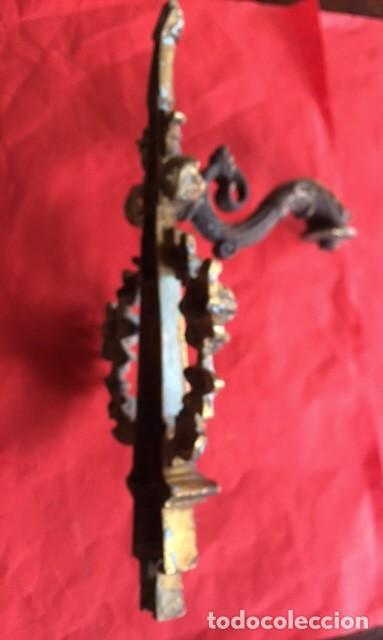 Antigüedades: Antiguo artesanal aplique luz de bronce isabelino con rosetas decoración, aseado una preciosa pieza - Foto 7 - 95081543