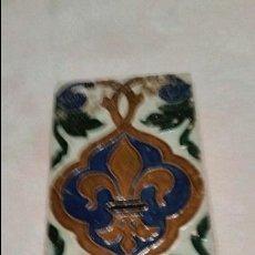 Antigüedades: AZULEJO. TRIANA. MOTIVO: FLOR DE LIS. S. XIX.. Lote 84657472
