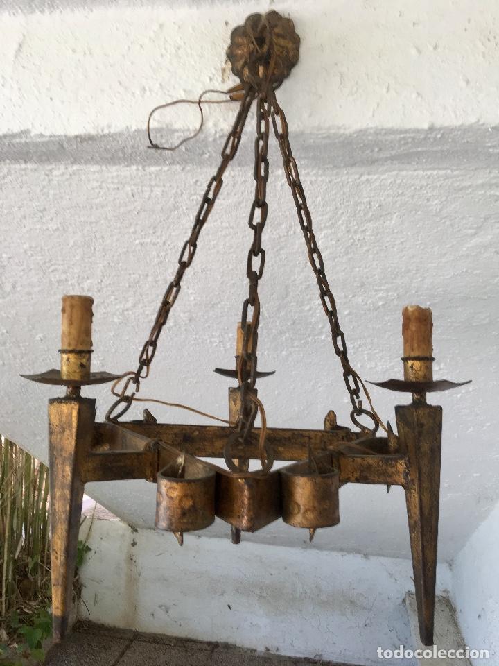 LAMPARA HIERRO FORJADO ESTILO MEDIEVAL ANTORCHAS VELAS DORADO COLGAR Y PIE 45CM DIAMETRO (Antigüedades - Iluminación - Lámparas Antiguas)
