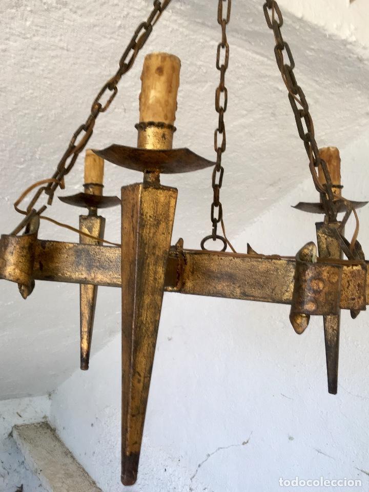 Antigüedades: Lampara hierro forjado estilo medieval antorchas vElas dorado colgar y pie 45cm diametro - Foto 5 - 95123339