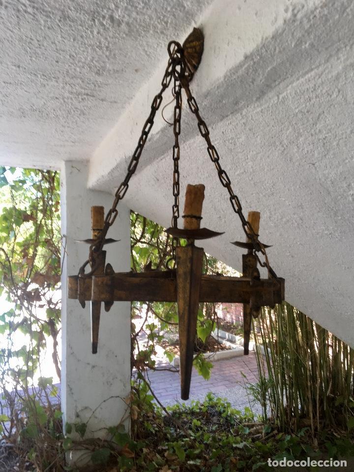 Antigüedades: Lampara hierro forjado estilo medieval antorchas vElas dorado colgar y pie 45cm diametro - Foto 6 - 95123339