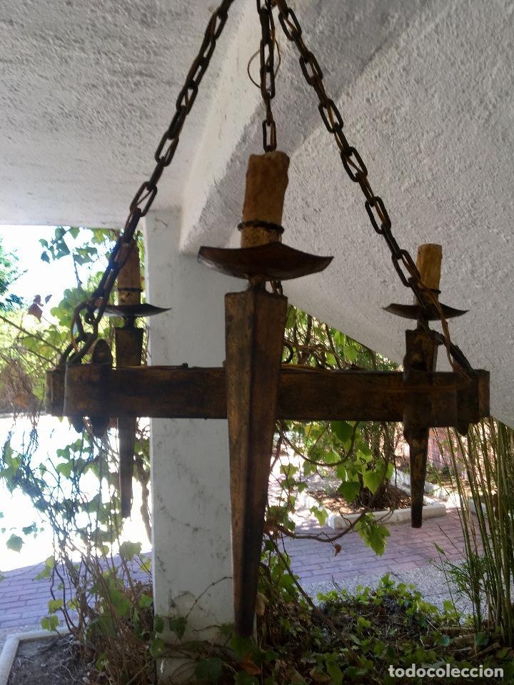 Antigüedades: Lampara hierro forjado estilo medieval antorchas vElas dorado colgar y pie 45cm diametro - Foto 7 - 95123339