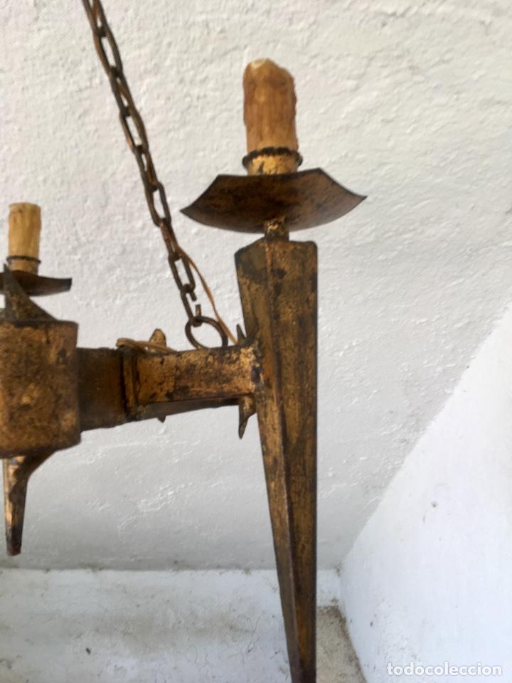 Antigüedades: Lampara hierro forjado estilo medieval antorchas vElas dorado colgar y pie 45cm diametro - Foto 8 - 95123339