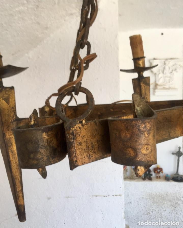 Antigüedades: Lampara hierro forjado estilo medieval antorchas vElas dorado colgar y pie 45cm diametro - Foto 11 - 95123339