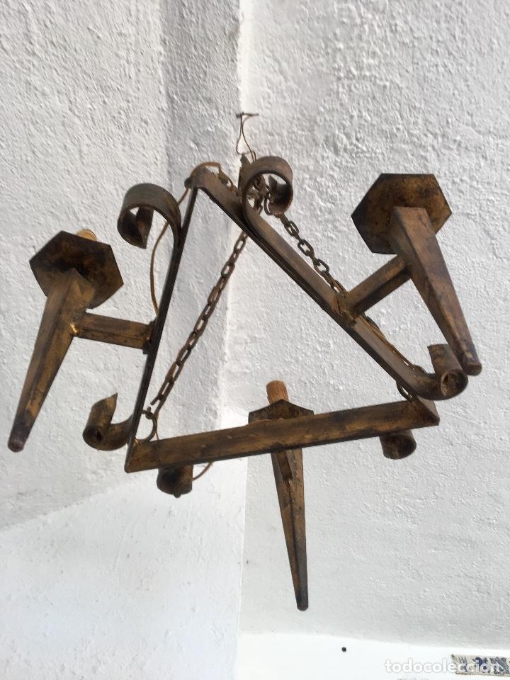 Antigüedades: Lampara hierro forjado estilo medieval antorchas vElas dorado colgar y pie 45cm diametro - Foto 13 - 95123339
