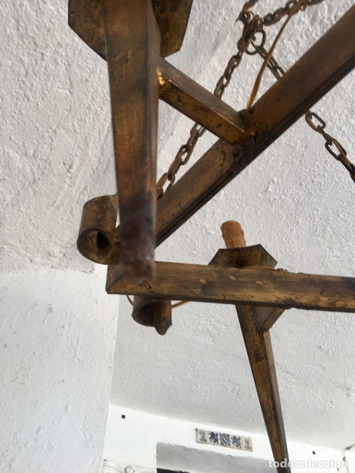 Antigüedades: Lampara hierro forjado estilo medieval antorchas vElas dorado colgar y pie 45cm diametro - Foto 14 - 95123339