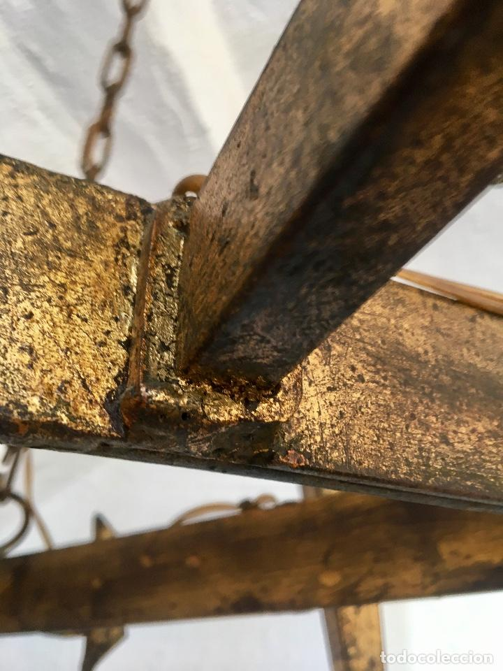 Antigüedades: Lampara hierro forjado estilo medieval antorchas vElas dorado colgar y pie 45cm diametro - Foto 15 - 95123339