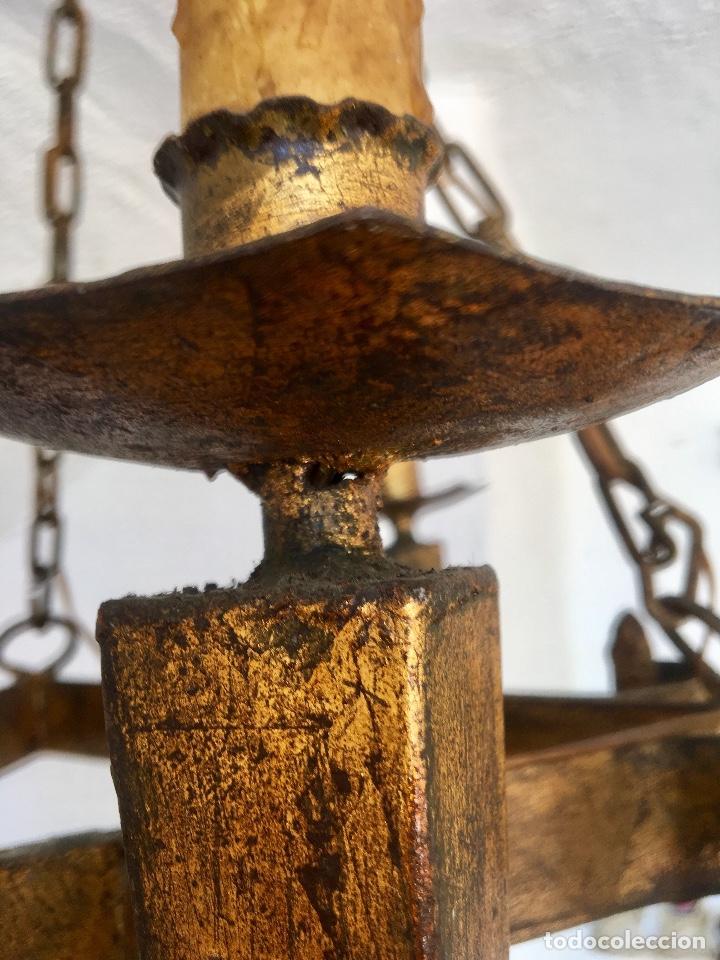 Antigüedades: Lampara hierro forjado estilo medieval antorchas vElas dorado colgar y pie 45cm diametro - Foto 16 - 95123339