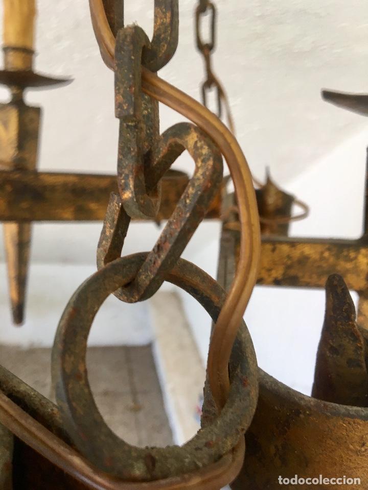Antigüedades: Lampara hierro forjado estilo medieval antorchas vElas dorado colgar y pie 45cm diametro - Foto 20 - 95123339