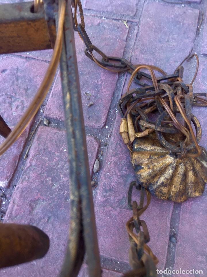 Antigüedades: Lampara hierro forjado estilo medieval antorchas vElas dorado colgar y pie 45cm diametro - Foto 27 - 95123339