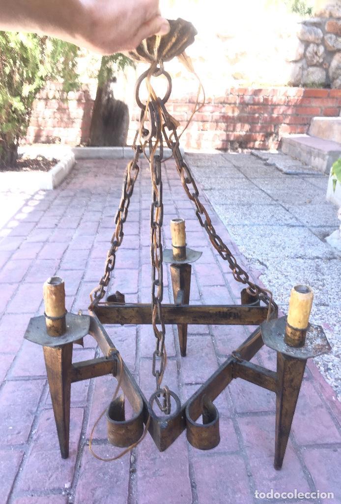 Antigüedades: Lampara hierro forjado estilo medieval antorchas vElas dorado colgar y pie 45cm diametro - Foto 31 - 95123339