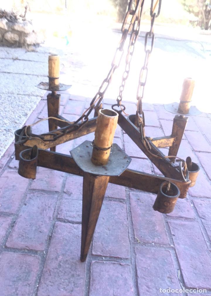 Antigüedades: Lampara hierro forjado estilo medieval antorchas vElas dorado colgar y pie 45cm diametro - Foto 35 - 95123339