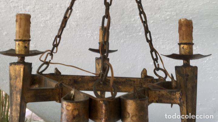 Antigüedades: Lampara hierro forjado estilo medieval antorchas vElas dorado colgar y pie 45cm diametro - Foto 37 - 95123339