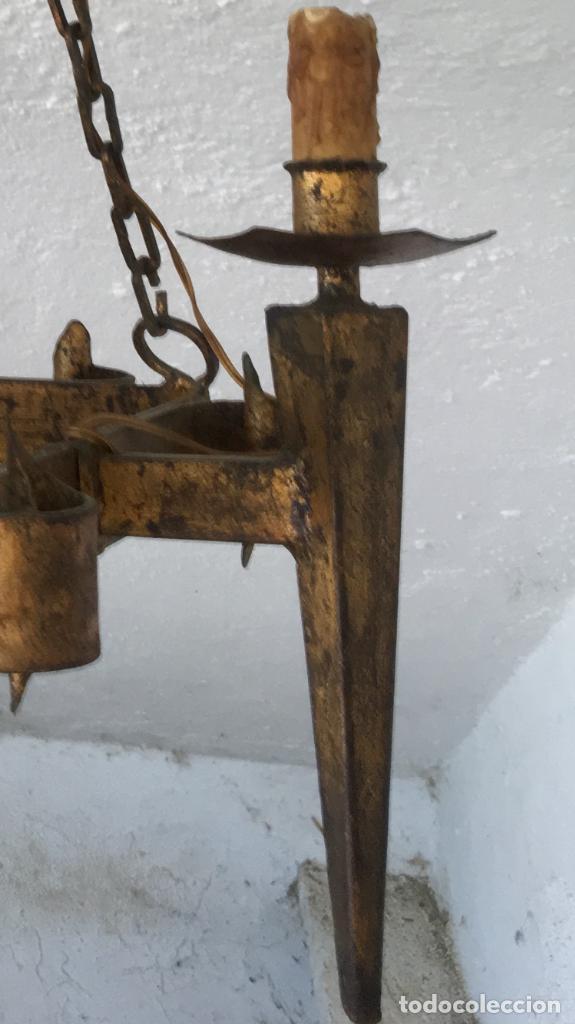 Antigüedades: Lampara hierro forjado estilo medieval antorchas vElas dorado colgar y pie 45cm diametro - Foto 39 - 95123339