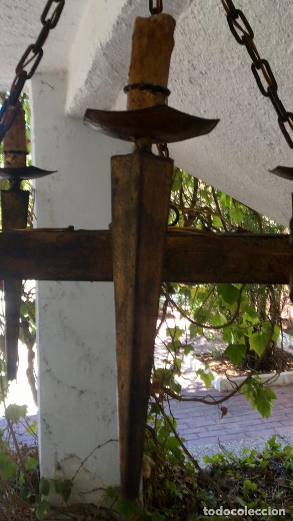 Antigüedades: Lampara hierro forjado estilo medieval antorchas vElas dorado colgar y pie 45cm diametro - Foto 42 - 95123339