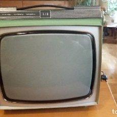Antigüedades: TELEVISION PORTATIL AÑOS 60. Lote 95136971