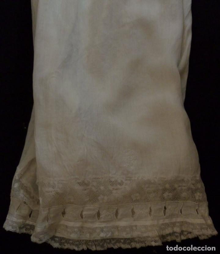 Antigüedades: ANTIGUO CALZÓN POLOLO DE SEDA - ENCAJE DE VALENCIENNES Y BORDADOS EN EL BAJO S.XIX - Foto 2 - 95163351