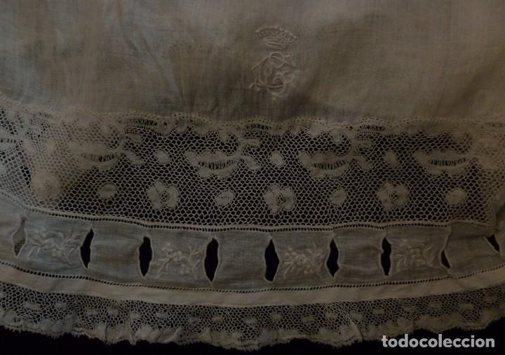 Antigüedades: ANTIGUO CALZÓN POLOLO DE SEDA - ENCAJE DE VALENCIENNES Y BORDADOS EN EL BAJO S.XIX - Foto 4 - 95163351