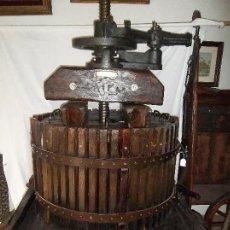 Antigüedades: ESPECTACULA PRENSA DE VINO ANTIGUA. Lote 95191519