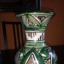 Antigüedades: CERÁMICA. JARRÓN PARA FLORES. DOMINGO PUNTER. ESCUDO DE TERUEL. 23 CM.. Lote 95220391