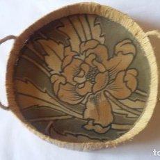 Antigüedades: ANTIGUA BANDEJA, CENTRO DE MESA DE PAJA. MIDE 20 CM DE DIÁMETRO. Lote 95220971