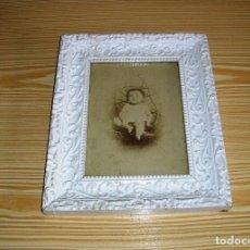Antigüedades: ANTIGUO MARCO EN MADERA Y ESTUCO CON ANTIGUA FOTOGRAFIA.. Lote 95233275