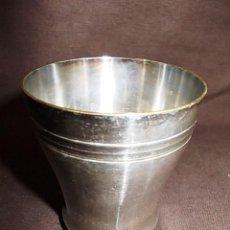 Antigüedades: ANTIGUO VASO PLATEADO CONTRASTES EN LA BASE CON FIGURA MUJER. Lote 95272451