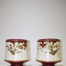 Antigüedades: PAREJA DE MACETEROS ANTIGUOS DE PORCELANA. Lote 95287375