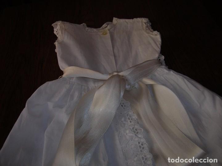 Antigüedades: Precioso vestidito de bebé,bordado a máquina,con tira bordada y encaje valensié - Foto 2 - 95339831