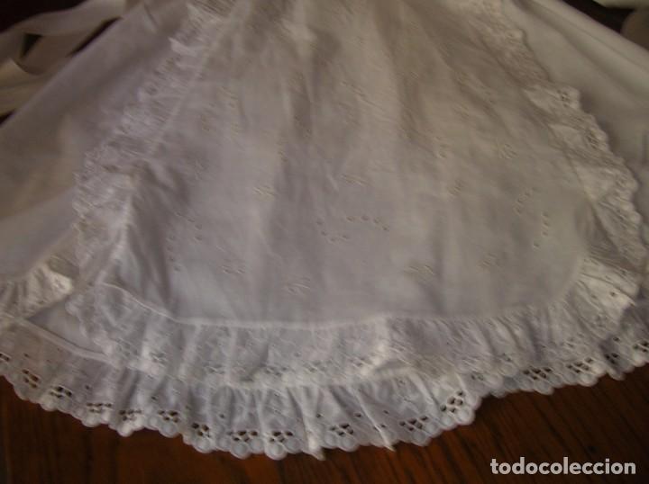 Antigüedades: Precioso vestidito de bebé,bordado a máquina,con tira bordada y encaje valensié - Foto 4 - 95339831