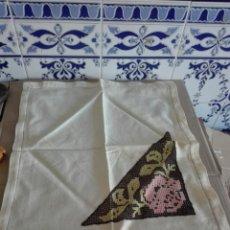 Antigüedades: ANTIGUO PAÑUELO CON BORDADO. Lote 95344312