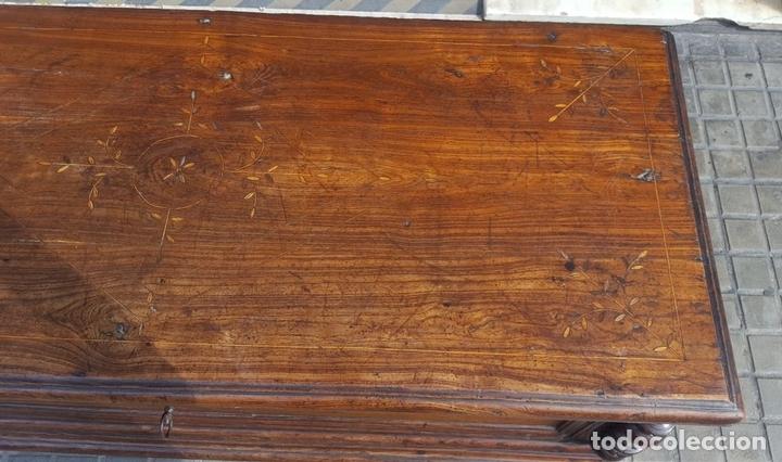 Antigüedades: ARCÓN MALLORQUÍN. MADERA DE MORERA CON MARQUETERÍA. ESPAÑA. SIGLO XVII-XVIII. - Foto 5 - 95356955
