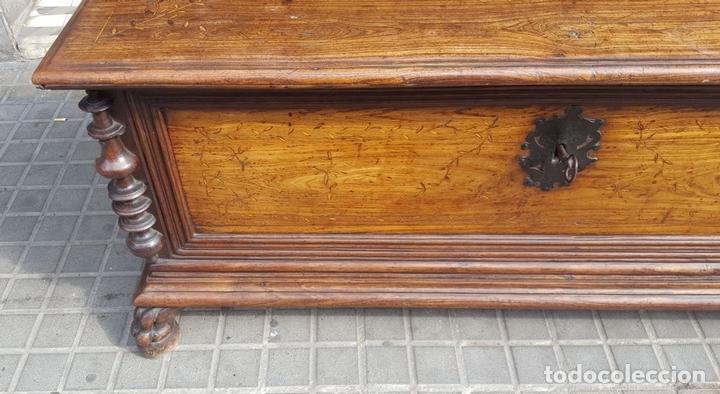 Antigüedades: ARCÓN MALLORQUÍN. MADERA DE MORERA CON MARQUETERÍA. ESPAÑA. SIGLO XVII-XVIII. - Foto 6 - 95356955