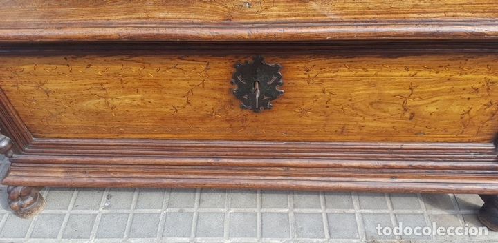 Antigüedades: ARCÓN MALLORQUÍN. MADERA DE MORERA CON MARQUETERÍA. ESPAÑA. SIGLO XVII-XVIII. - Foto 7 - 95356955