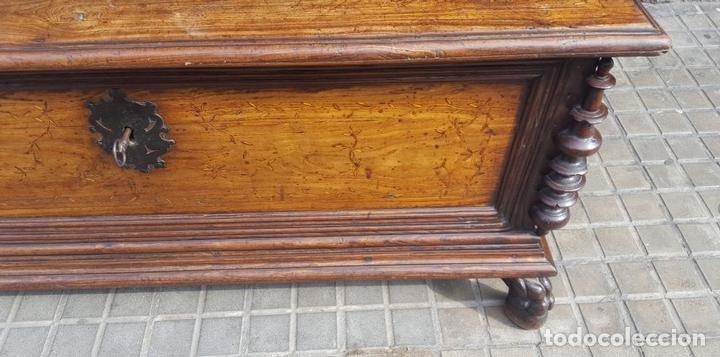 Antigüedades: ARCÓN MALLORQUÍN. MADERA DE MORERA CON MARQUETERÍA. ESPAÑA. SIGLO XVII-XVIII. - Foto 8 - 95356955