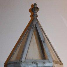 Antigüedades: FAROL DE SOBREMESA DE FORMA HEXAGONAL EN METAL Y CRISTAL - ALTURA: 70 CM.. Lote 95378015