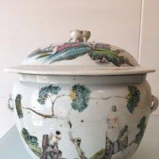 Antigüedades: ANTIGUA SOPERA DE PORCELANA CHINA ESTILO FAMILIA ROSA DE CANTON - SIGLO XIX. Lote 95396620