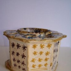 Antigüedades: TINTERO ANTIGUO OCTOGONAL DE CERÁMICA MANISES VALENCIA ,ESTRELLAS SIGLO XVII - XVIII. Lote 95406439