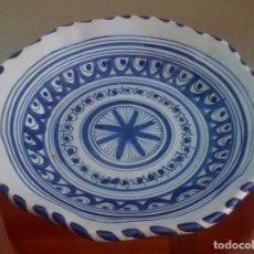 Antigüedades: PLATO DECORATIVO CERÁMICA DE TALAVERA - TOLEDO / ESPAÑA - REF. 812. Lote 95414043