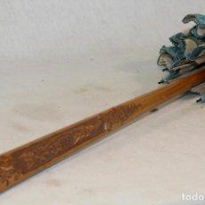 Antigüedades: SOMBRILLA ANTIGUA CON MANGO EN MADERA TALLADA. Lote 95427683