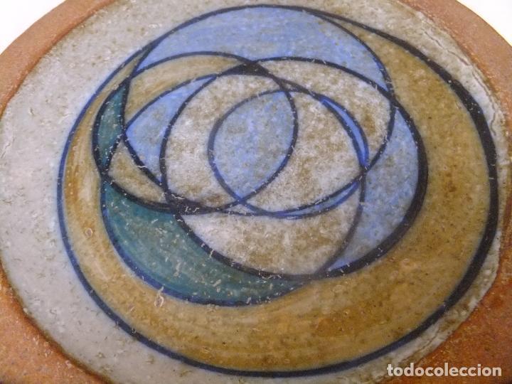 PLATO O CENTRO DE VALDEMORILLO ( MADRID ) FIRMADO DE AUTOR ANTONIO SALVADOR ORODEA (Antigüedades - Porcelanas y Cerámicas - Otras)