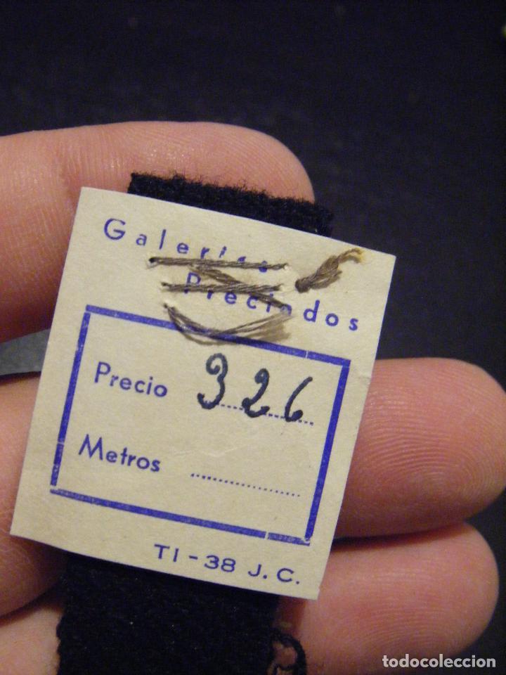 Antigüedades: JML MODA DISEÑO MUESTRA TELA TEJIDO TEXTIL GALERIAS PRECIADOS 2X15 CM. CURIOSO. VER FOTOS. - Foto 2 - 95448087
